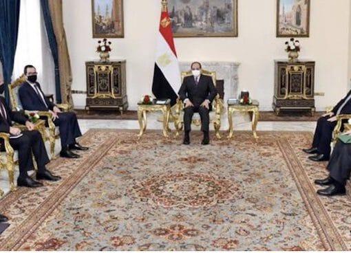 الرئيس المصري ورئيس المخابرات العامة يناقشان تعزيز التعاون الثنائي مع أمريكا
