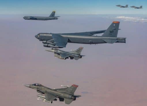 تدريب مشترك للمقاتلات السعودية والقاذفات الأمريكية الاستراتيجية