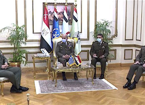 وزير الدفاع المصري يناقش تعزيز التعاون العسكري مع اليونان