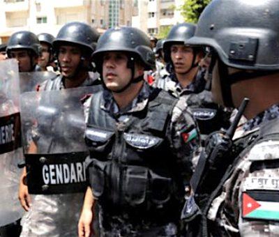 ضبط مطلوبين وأسلحة ومخدرات في مداهمة أمنية في الأردن