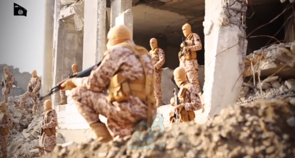 IS militants minutes before burning the Jordanian pilot