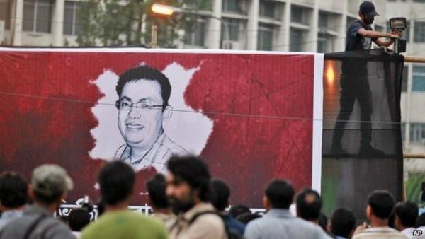 Activits light candles morning free-thinker Avijit Roy in Dhaka, Bangladesh- Zakir Hossain Chowdhury/Barcroft