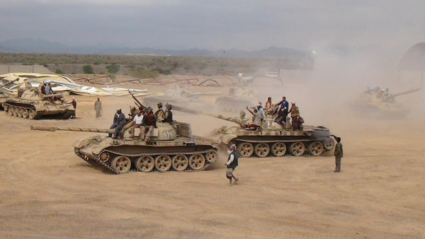 @ Reuters - Southern People's Resistance militants loyal to Yemen's President Abd-Rabbu Mansour Hadi move tanks from the country's southern province of Lahej on March 24, 2015.