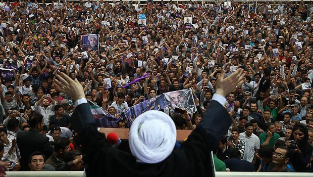 Iran's Rouhani before the crowds – © Image: Mona Hoobehfekr, MPC Journal
