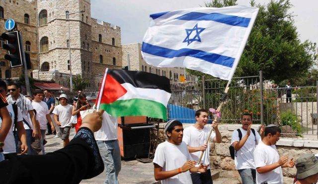 Israeli and Palestinian youngsters waving their flags in Jerusalem. @ Image: Reuters.