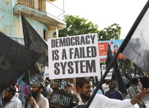 Protest held on 6 September 2014 calling for Islamic Shariah to be implemented in Maldives – © Image: Dying Regime. - MPC Journal