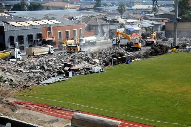 Construction site at İzmir Alsancak stadium – © Image: Hürriyet.