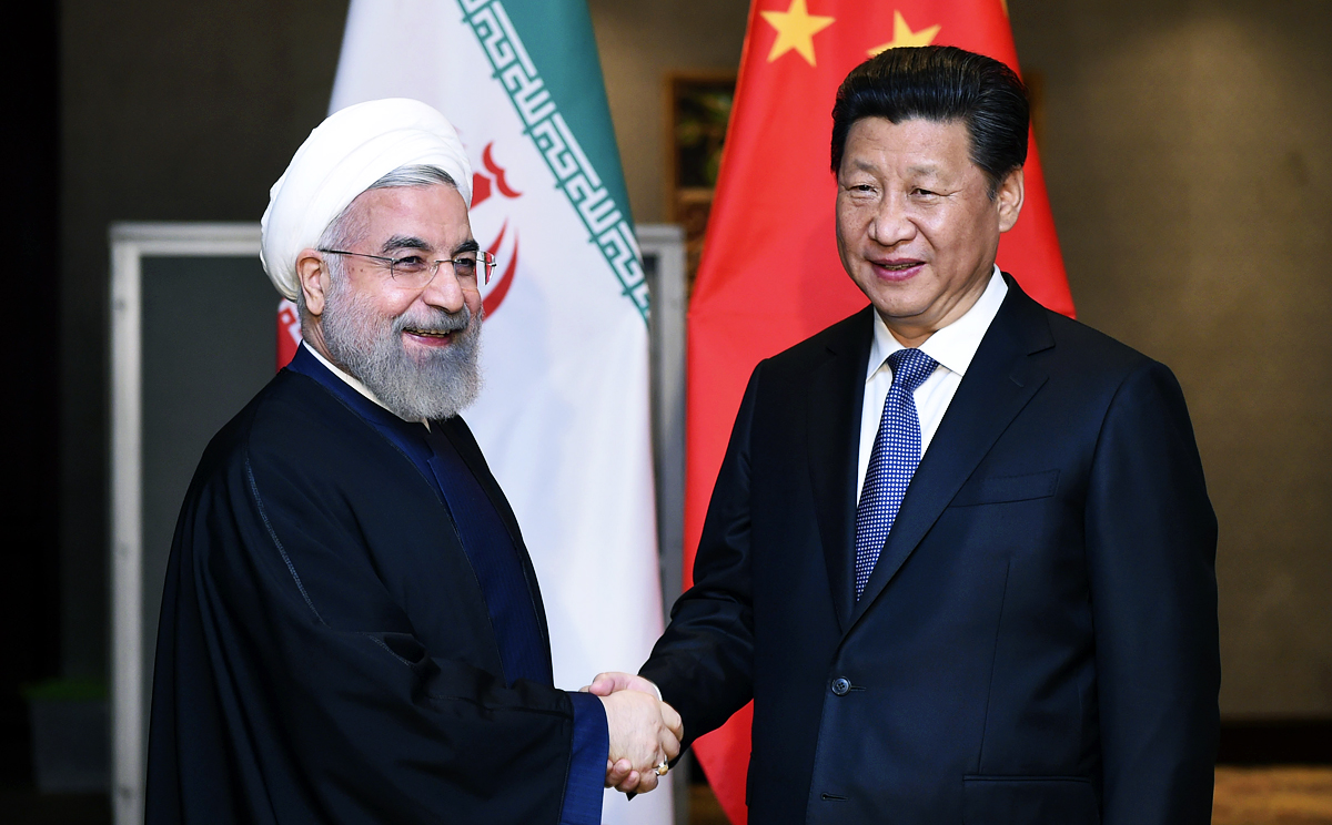 President Xi Jinping (right) meets his Iranian counterpart, Hassan Rowhani in Jakarta on Thursday. Photo: Xinhua
