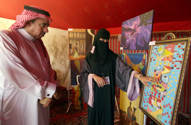 Saudi-Arabia-woman-art-gallery-display-AFP