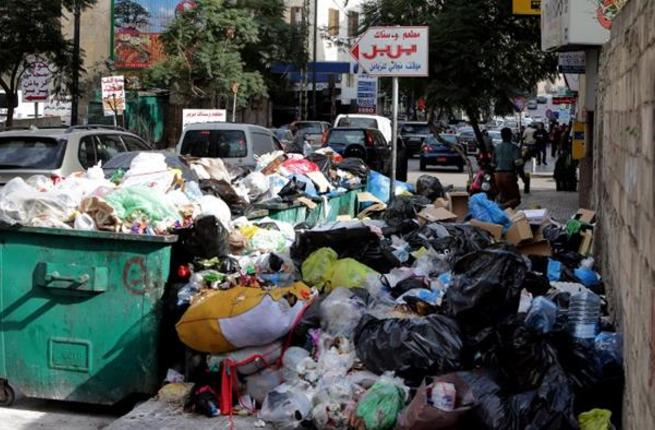 garbage-lebanon-beirut-hamra-street-afp-trash-dumpsters - Lebanon: Party Ministers Walk out of Meeting Over Environmental Issues