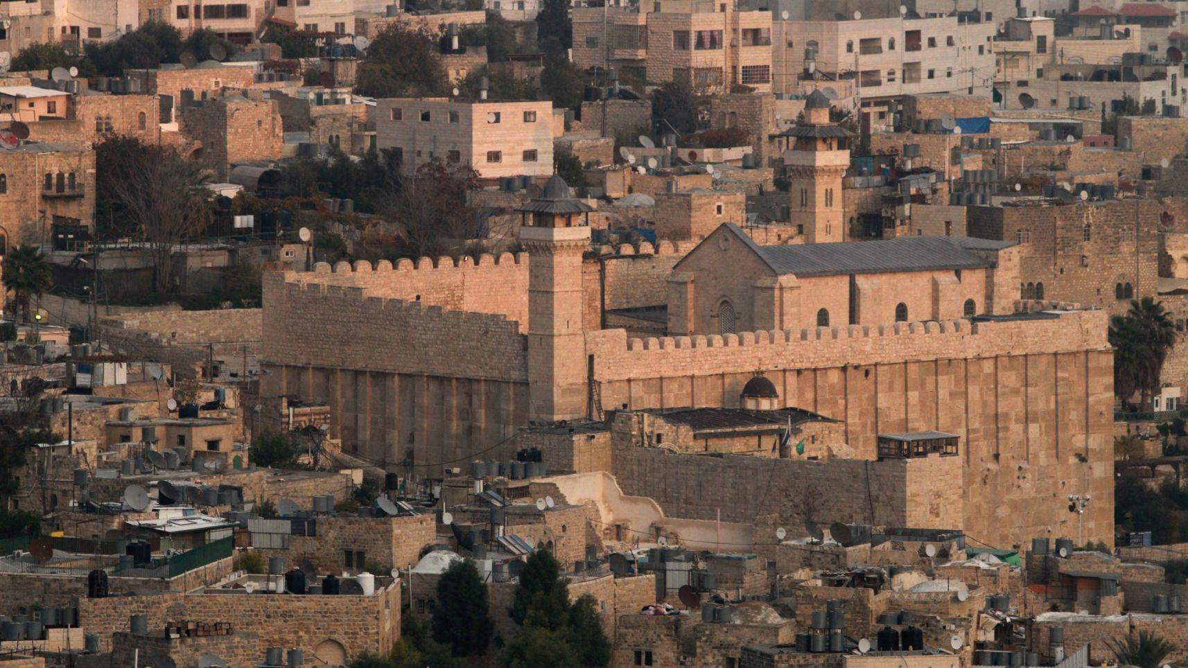 Tomb of the Patriarchs in Hebron – © Photo: Gil Cohen-Magen. Israel and the U.S. waged intensive diplomatic efforts to thwart the Palestinian resolution; Israeli ministers accuse of UNESCO denying history and being anti-Semitic