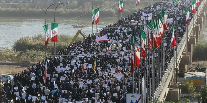 People take part in pro-government rallies, Iran, January 3, 2018. Photo: Tasnim News Agency/Handout via REUTERS