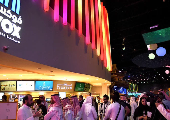 Saudi Cinema Investment Set to Hit $1.33 Billion in 2020 - Saudi cinema-goers at a VOX movie theater in Riyadh Park Mall. (AFP)
